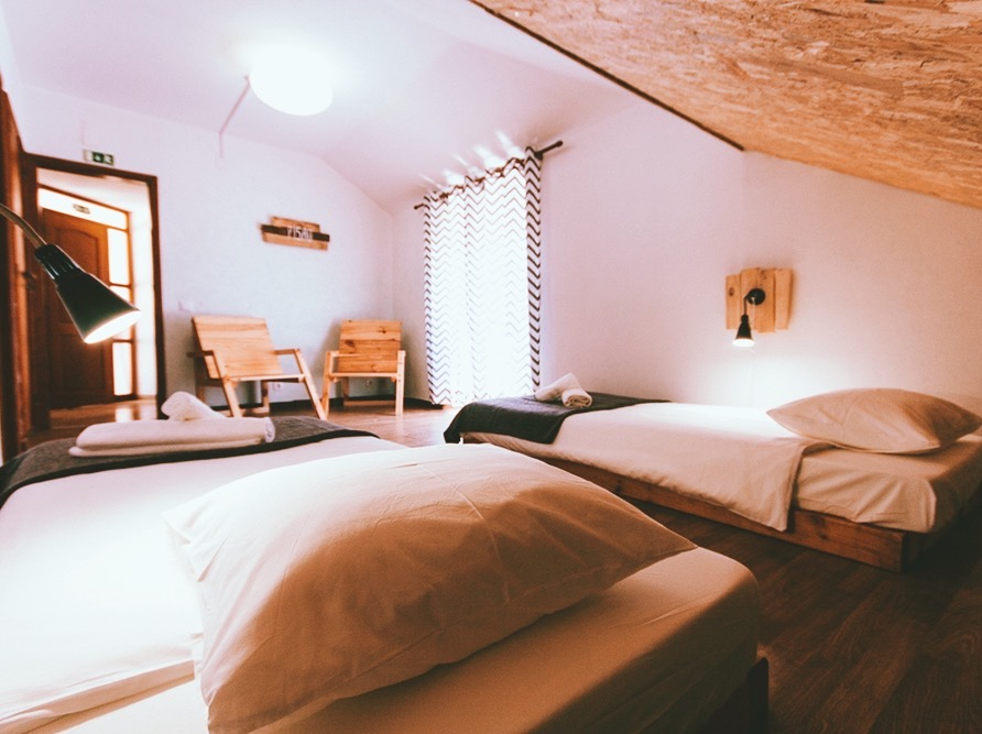 cozy roomy in surfstyle with wooden beds