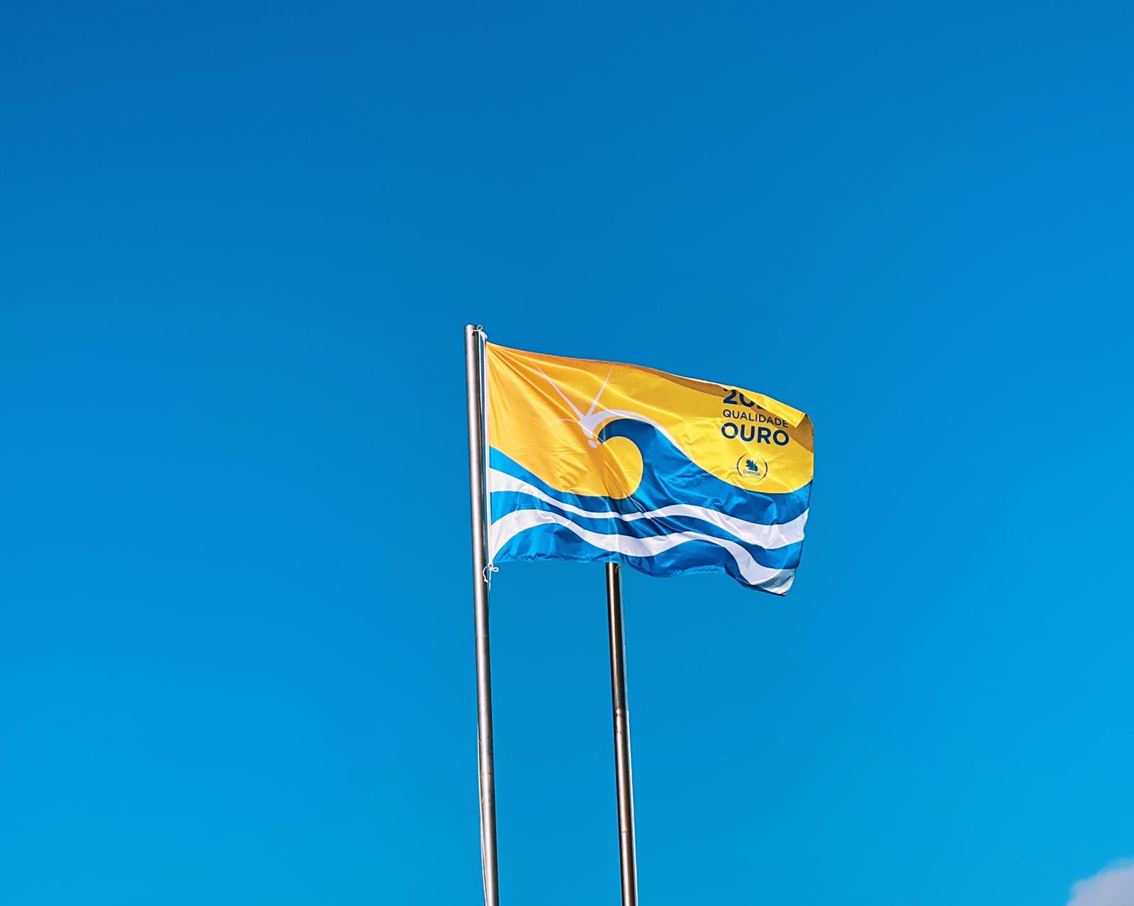Beach Flag with proof of quality beach in Portugal